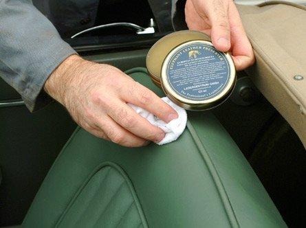 4a081cd5a76ab Das COLOURLOCK Elephant Lederfett schützt und imprägniert zusätzlich das  Leder von Cabrios.